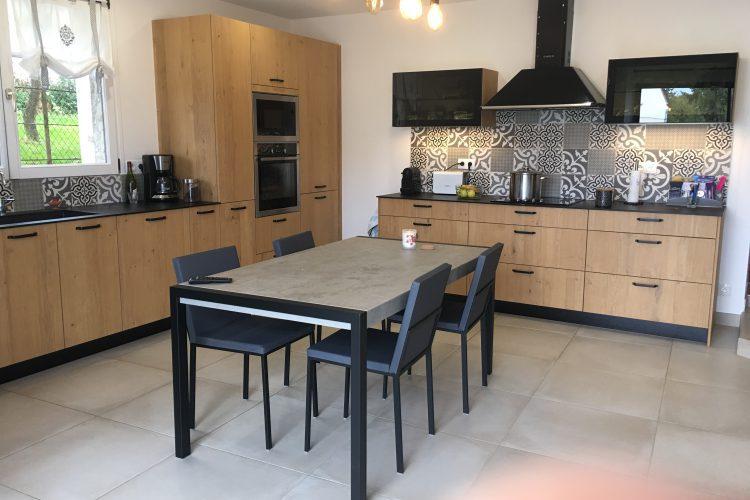 Rénovation cuisine dans longère Seine et Marne table et chaises CANCIO