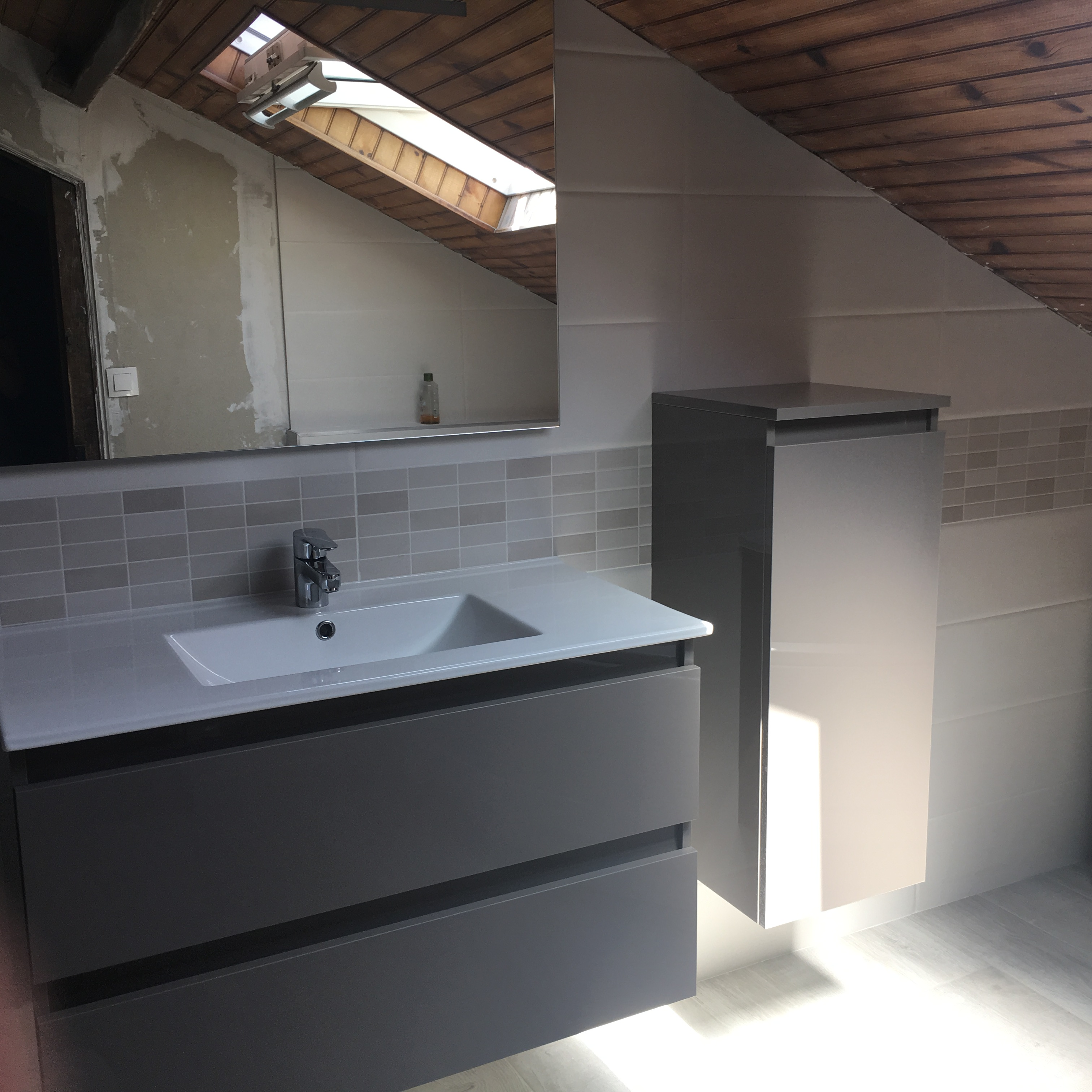 Baignoire Sous Les Combles renovation salle de bains sous les combles - flamme & eau
